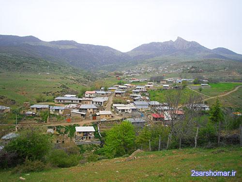 نمایی از کوه شاهدژ و سه روستای بلاده، قلعه و پایین ده - 24 فروردین 1392 - عکس از عطیه نظری